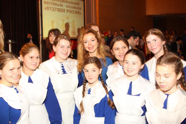 9761 Е.Захарова с участниками Торжественной церемонии открытия Фестиваля-Ассамблеи